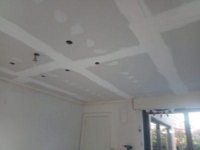 Gyproc plafondplaat en armaturen